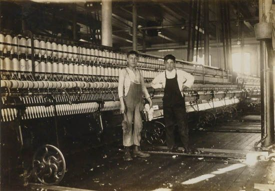 Lewis W. Hine - Massachusetts Mill, Working in Mule Room